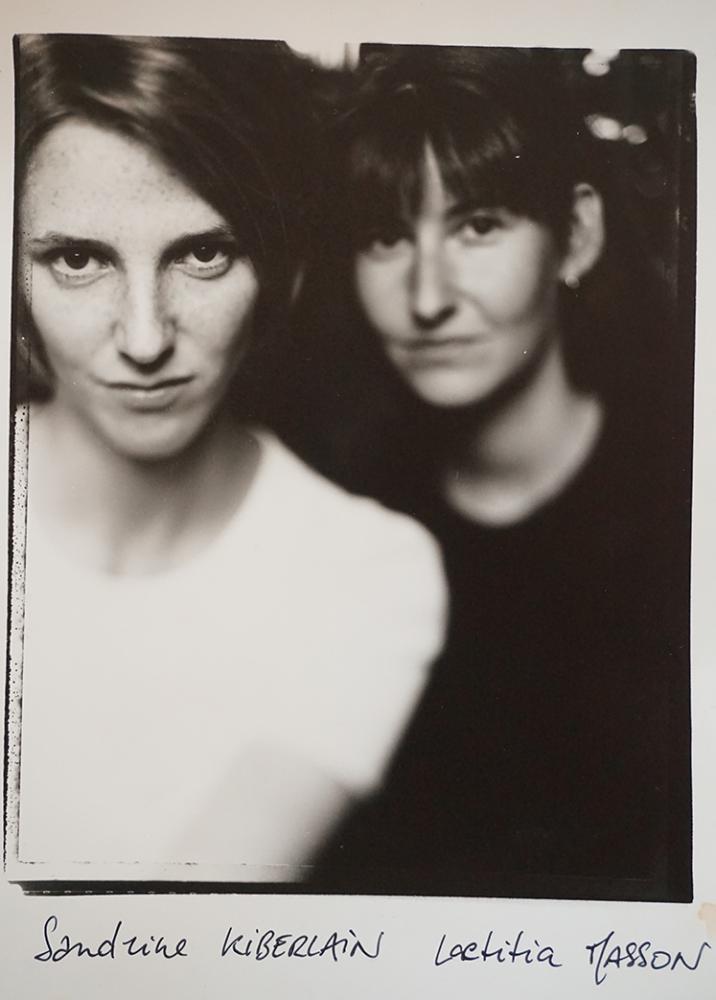"""Sandrine Kiberlain et Laetitia Masson, """"En avoir ou pas"""" (c) Patrick Messina"""